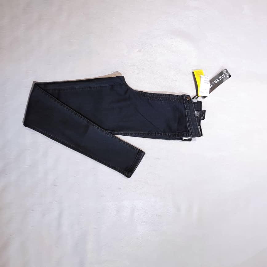 شلوار جین لگینگ از برند اچ اند ام تن خور بسیار عالی رنگ ثابت،قد ۹۰